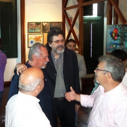 Ávila y Antonino conversan con Abel antes de la inauguración.