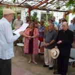 Durante la entrega del reconocimiento La utilidad de la virtud y Avila junto a Carlos Manuel de Céspedes