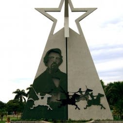 Monumento a Carlos Manuel de Céspedes en la ciudad de Bayamo.