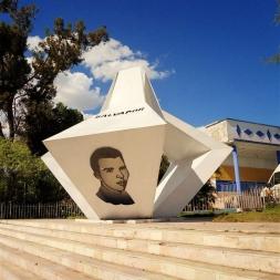 Monumento a Frank País en Santiago de Cuba realizado en acero en el año 1989